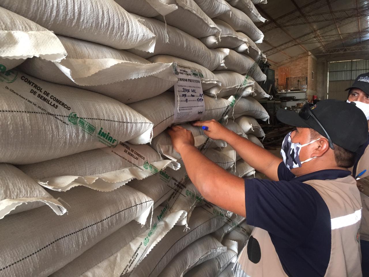 El INIAF decomisa 75 toneladas de semilla de soya ilegal en una comunidad menonita