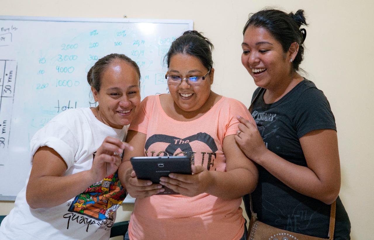 Tigo felicita a 230 mil Mujeres Conectadas por sus emprendimientos digitales