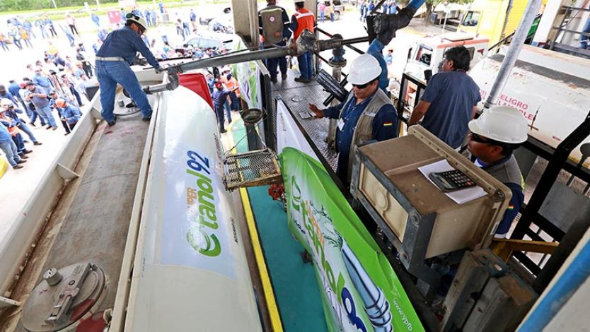 YPFB entregará combustible las 24 horas durante tres días para frenar falsa alza de demanda