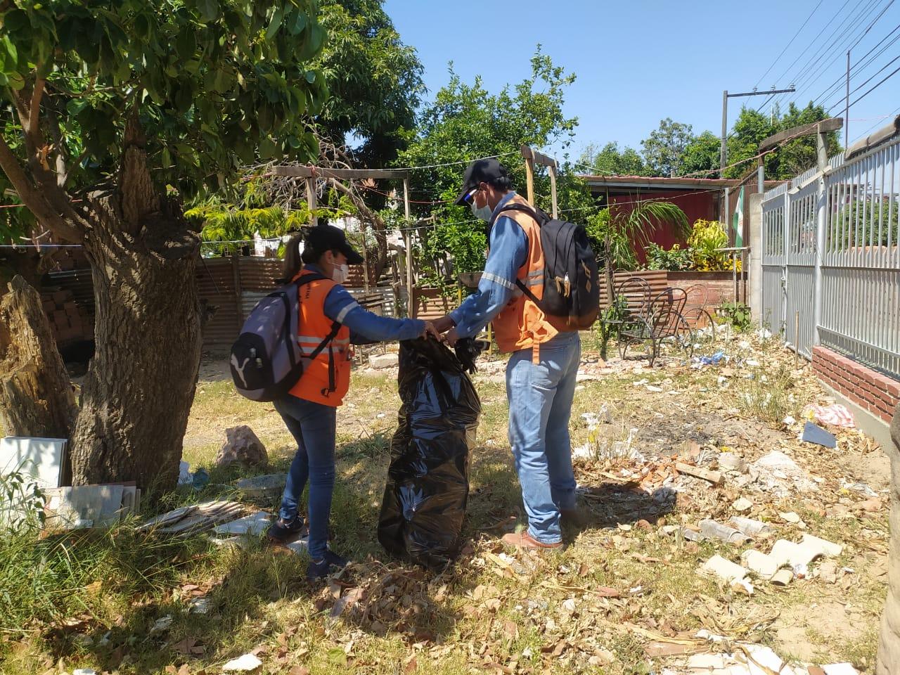 Gobierno Municipal de Santa Cruz realiza fumigación y destrucción de criaderos de mosquitos en el Plan Tres Mil