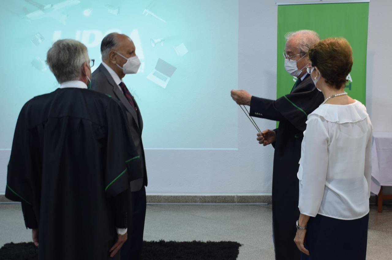 Premio UPSA-ANCB fue para el Dr. Alfredo Romero Dávalos