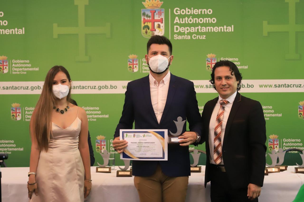 """Ariel Valverde CEO & Co-fundador de YAIGO es galardonado con el """"Premio Joven Empresario"""""""