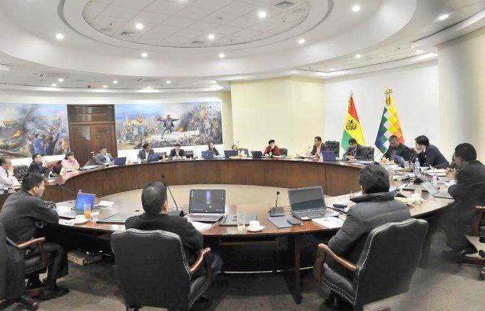 Gabinete ministerial analiza nuevas medidas económicas para reactivar la demanda interna y salir de la crisis