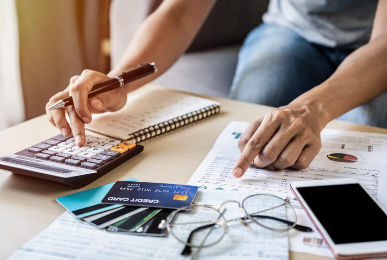 Experto recomienda cinco consejos prácticos para administrar con prudencia sus finanzas en 2021