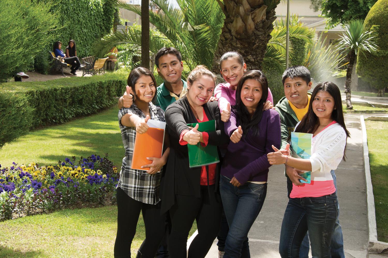 El Banco Mercantil Santa Cruz impulsa una campaña para otorgar becas en beneficio de jóvenes bolivianos
