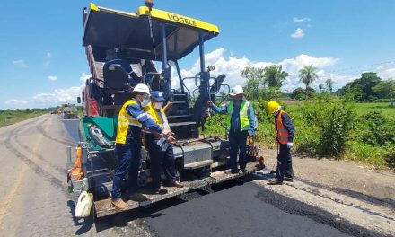 Presidente de la ABC realiza inspección sorpresa al tramo Montero-Yapacaní y pide paciencia a los transportistas