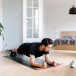 Televisión, elongación y flexibilidad: 5 estiramientos fáciles de hacer mientras miramos televisión
