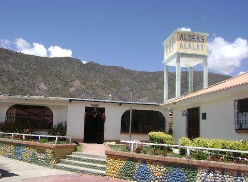 BISA Seguros hace entrega de muebles a biblioteca para niños de la Fundación Alalay