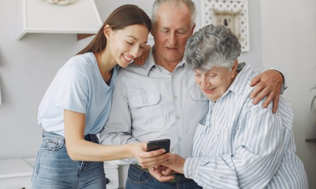 Seis consejos para mejorar el cuidado del adulto mayor en casa