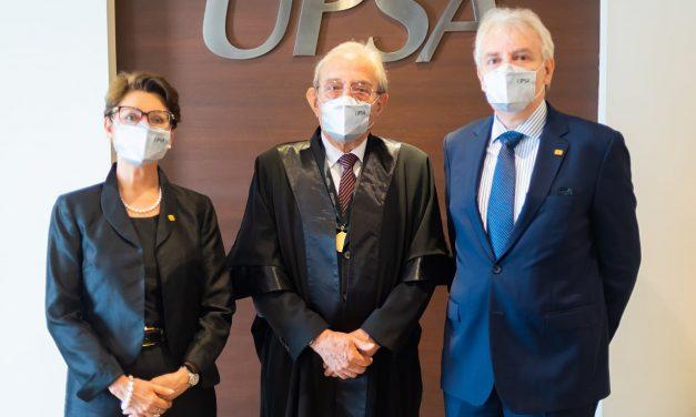 Gastón Mejía es Doctor Honoris Causa por la UPSA
