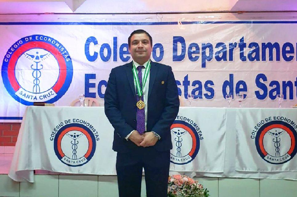 Graduado UPSA preside Colegio de Economistas
