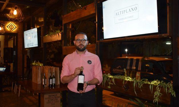"""""""Altiplano"""", el vino más exportado de Bolivia, ahora en casa."""