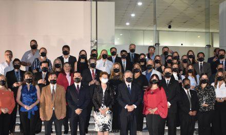 La Universidad Privada de Santa Cruz de la Sierra reconoció a sus graduados titulados en el año 1996 por sus 25 años de ejercicio profesional como graduados UPSA.