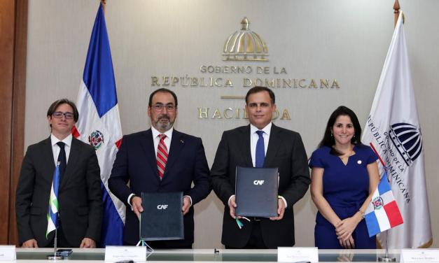 República Dominicana firma convenio para ser miembro pleno de CAF.